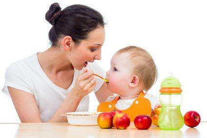 Des petits morceaux dans les repas de bébé