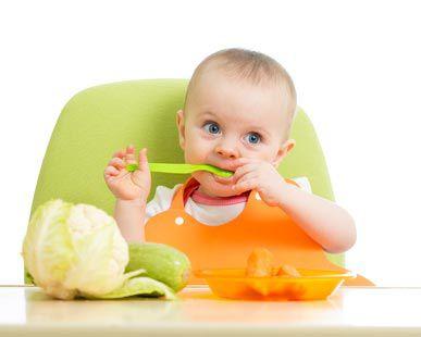 Diversification alimentaire de bébé mois par mois