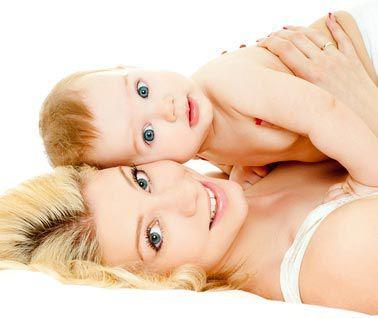 Peau à peau avec bébé:communiquer !