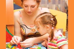 Guide des métiers de la petite enfance. Travailler avec les enfants